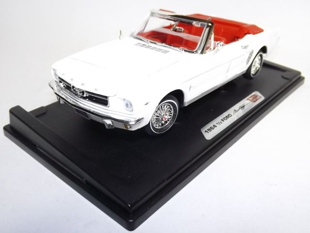 Ford Mustang Convertible 1/2 1964 White 1:18