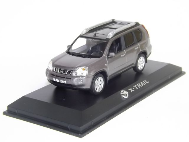 Nissan X-Trail (grey)